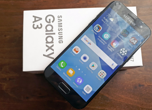 Wideotest Samsung Galaxy A3 (2017). Smartfon mały, ładny, a do tego wodoszczelny